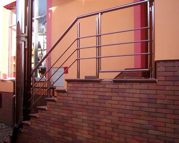 Balustrada z otwieraną częścią.