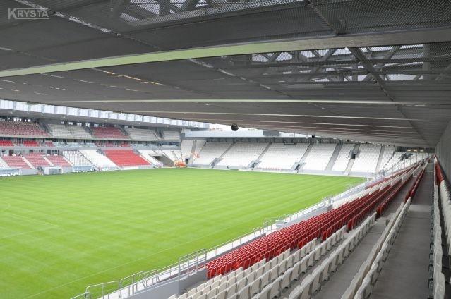 Stadion CraCovia w Krakowie. Zabudowy dachów z paneli siatek aluminiowych. 9000m2