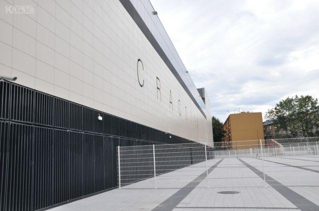 Stadion Cracovia - bramy wejściowe na stadion z profili stalowych.