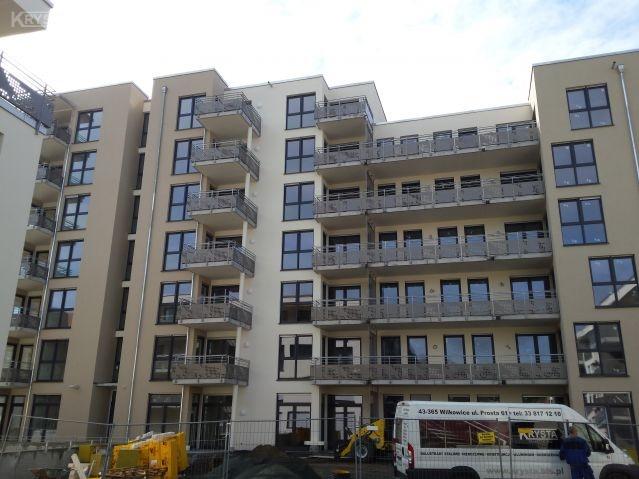 Apartamenty Offenbach Niemcy. 880mb balustrad stal ocynkowana wypełnienie blachy aluminiowe perforowane.