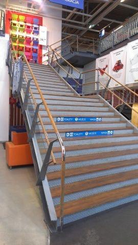 IKEA Katowice schody stalowe z płytami marmurowymi.