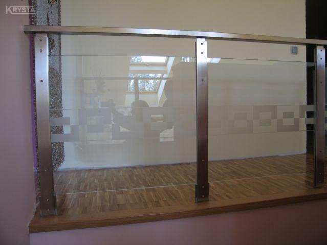 Szlifowany płaskownik. Szkło z piaskowanym szlaczkiem.