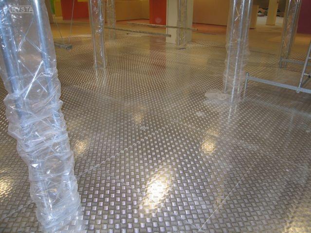 Podłogi z blach aluminiowych.
