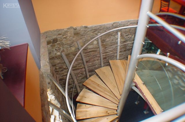 Poręcz i konstrukcja schodów zintegrowane ze sobą.Bielsko Biała.