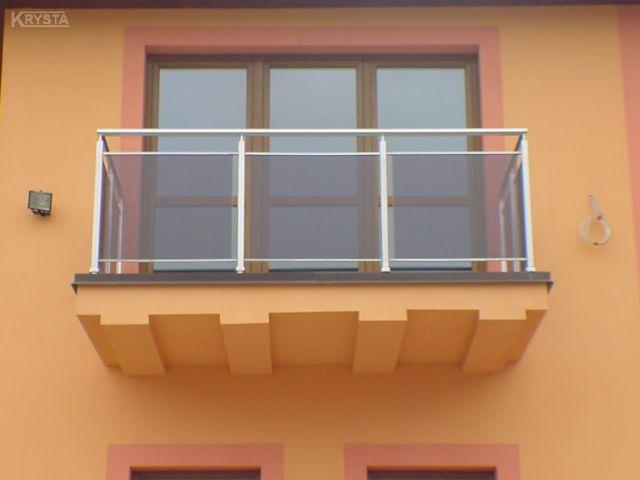 Balustrada nierdzewna ze szkłem - w tym przypadku bardzo dobrze zabezpieczone są krawędzie szkła.