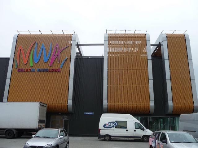 Galeria Handlowa NIWA w Oświęcimiu.Montaż elewacji aluminiowych i elementów metalowych - balustrad.